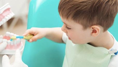 prima visita del bambino dal dentista Catania studio Palmeri